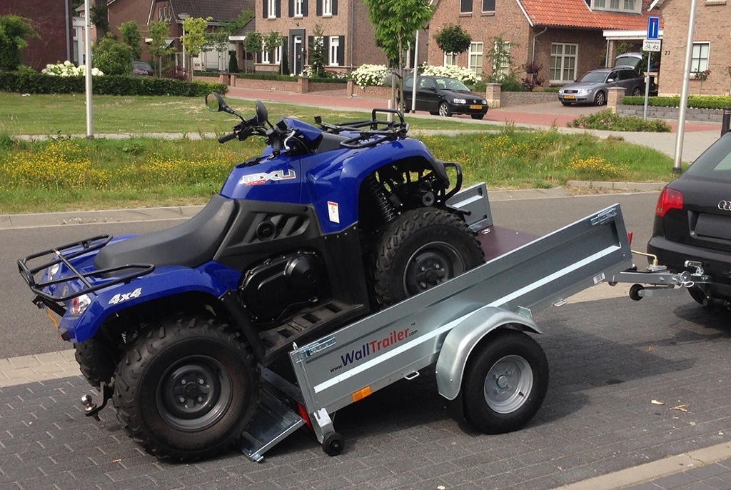 Wall trailer met Quad